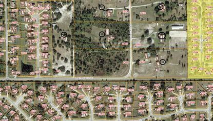 """Customized homes are planned for the vacant Oviedo lot in the center of the map above, adeveloper's attempt to stand out from the practice of building """"production"""" homes in Central Florida."""