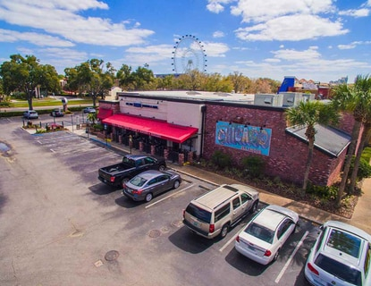 A view of the Pizzeria Uno-anchored property at 8250 International Dr. in Orlando.