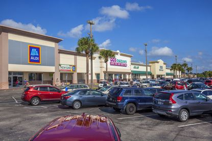 Built in 1973 and renovated in 2008, anchor tenants include ALDI, Ross Dress for Less, dd's DISCOUNTS and Big Lots.