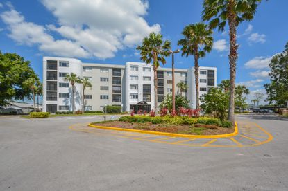 A photo of the renovated Lakeshore Club mid-rise apartment building in Winter Haven.