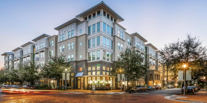 The 248-unit apartment community takes up two entire city blocks just east of I-4.