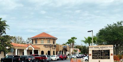 A photo of the Oviedo Crossing Medical Center at 7400 Red Bug Lake Road.