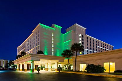 A photo of the Holiday Inn & Suites Across From Universal Orlando hotel.
